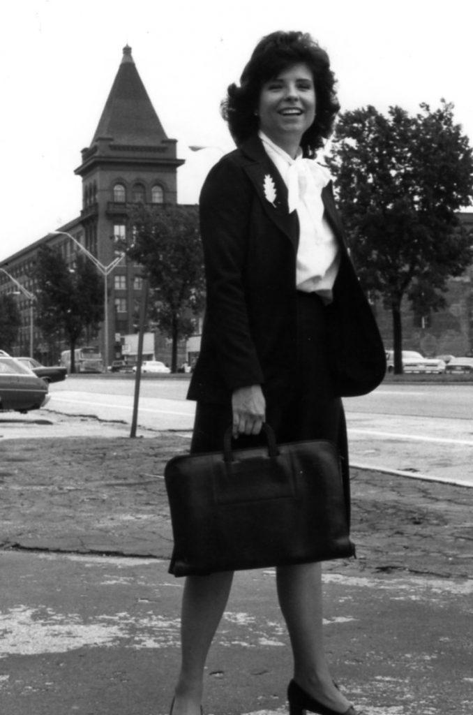 Judy Baar Topinka in 1981 w briefcase